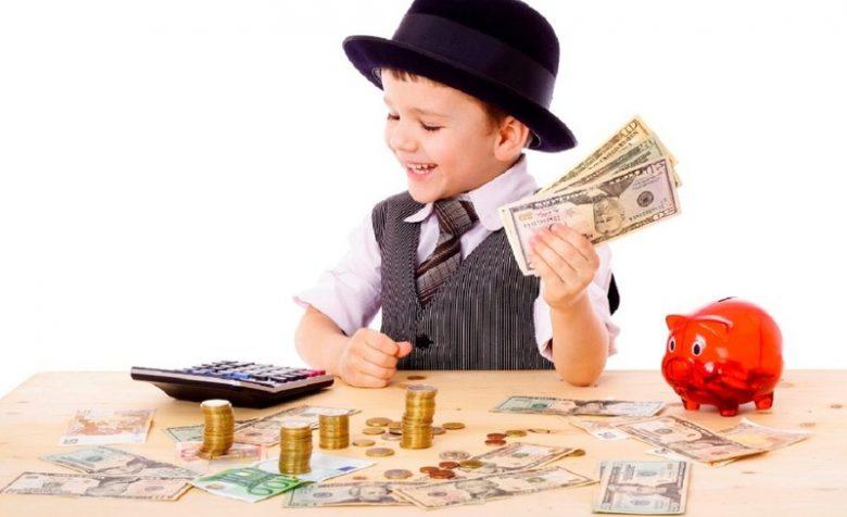 Лэпбук по финансовой грамотности в увлекательной форме поможет дошкольникам усвоить и закрепить «взрослые» понятия.