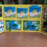 Лэпбук на жёлтом фоне с голуюыми конвертами