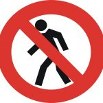 Знак Пешеходам путь закрыт