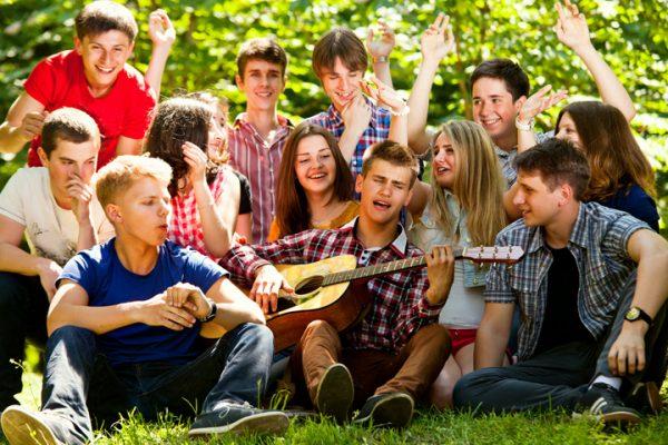 Компания подростков