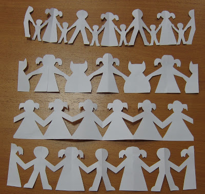 Одинаковые и чередующиеся фигурки в бумажном хороводе
