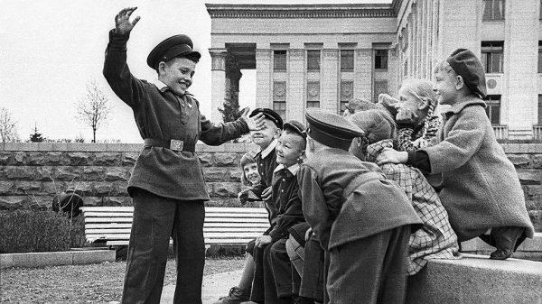 дети СССР в школьной форме