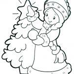 Снегурка украшает елочку