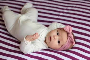 Отучить младенца от пеленания нетрудно, главное – запастись терпением и выбрать подходящий метод.