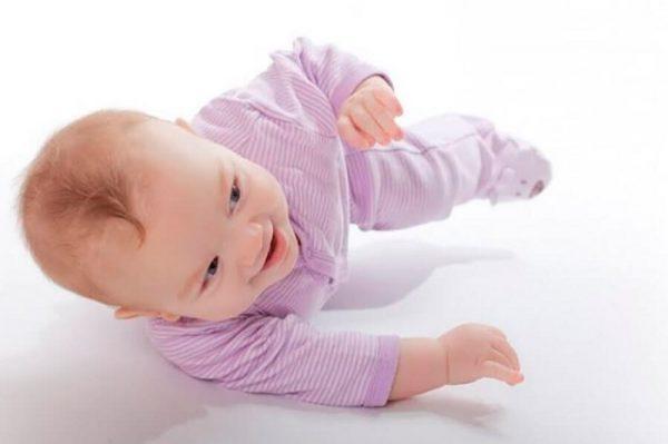 Ребёнок переворачивается со спины на живот