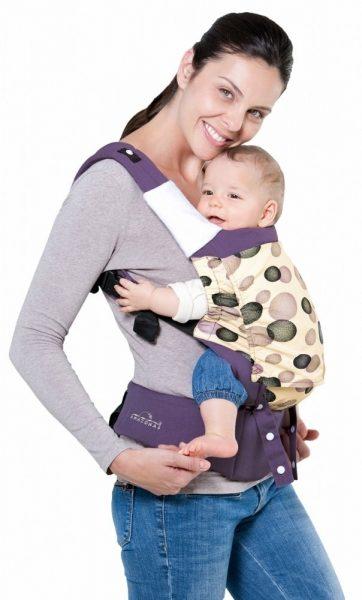 Младенец в слинг-рюкзаке