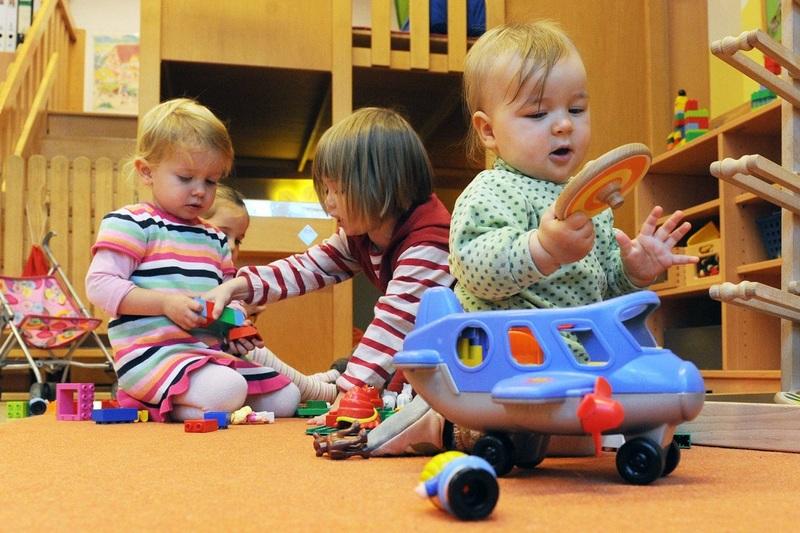 Процесс адаптации очень важен для дальнейшего радостного пребывания ребёнка в детском саду, и важно не допустить в этом деле досадных ошибок.
