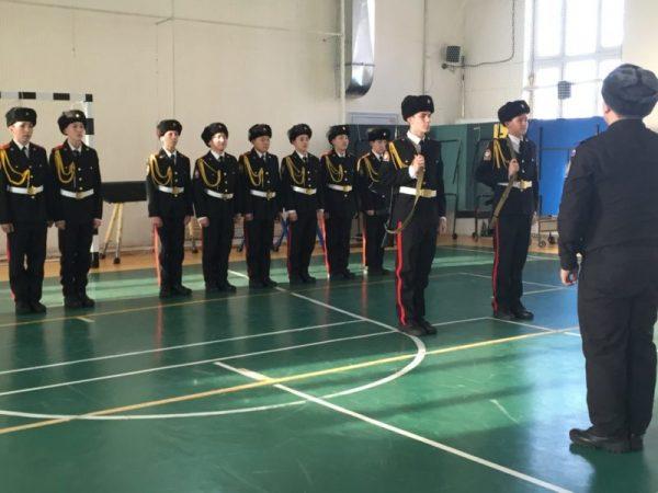 Занятие по строевой подготовке в кадетской школе