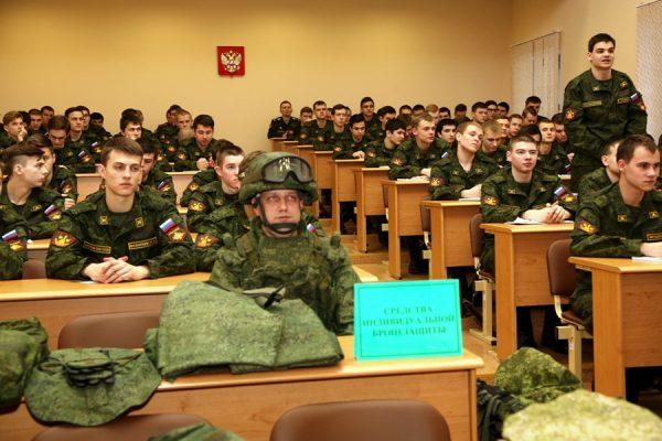 Студенты военной академии им. Хрулёва на занятии