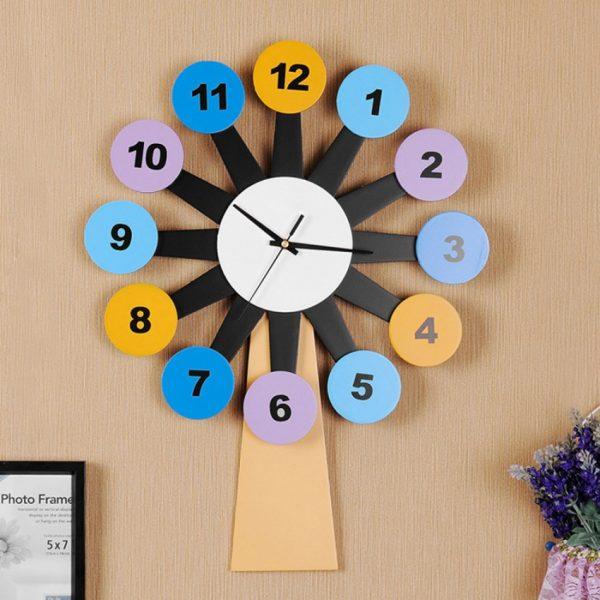 Часы в виде мельницы