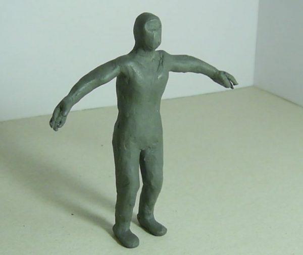 Фигурка человека скульптурным способом