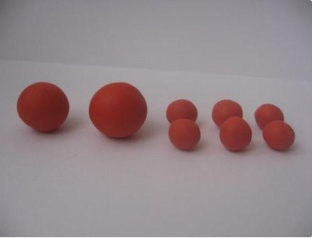 Два больших шарика и шесть маленьких